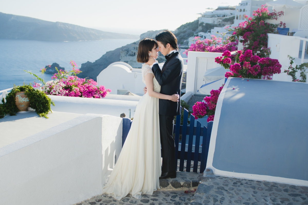 natural-light-bride-santorini-post-wedding-session-oia-004