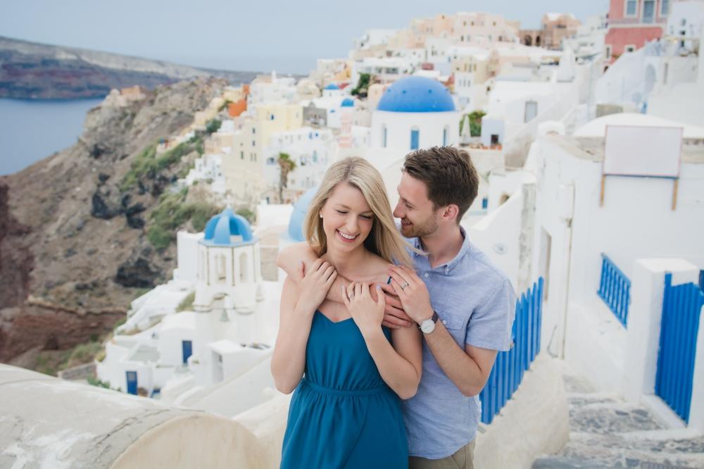 photographer-santorini-life-style-romantic-engagement-001
