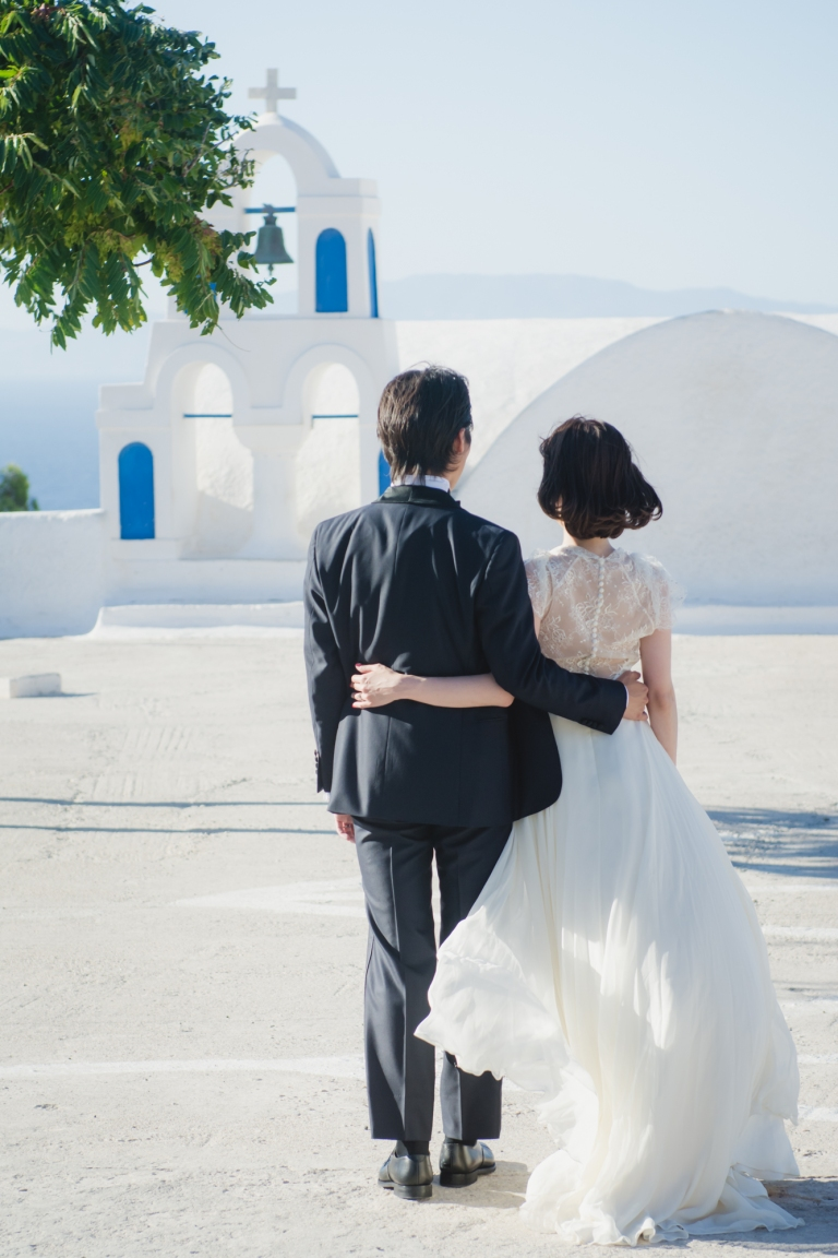 santorini-honeymoon-trash-the-dress-photo-session-001