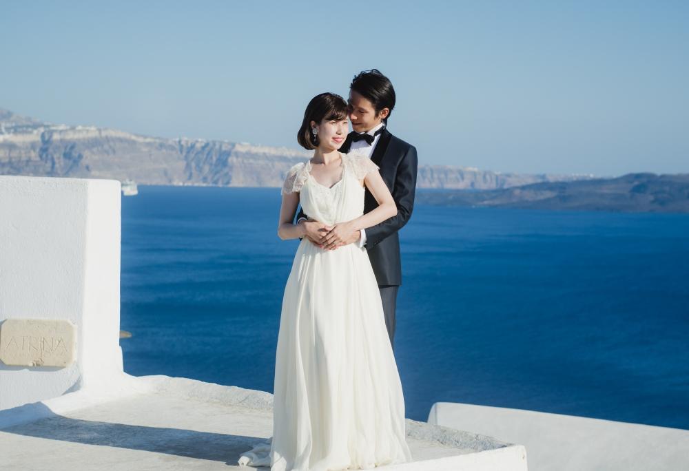 santorini-honeymoon-trash-the-dress-photo-session-003