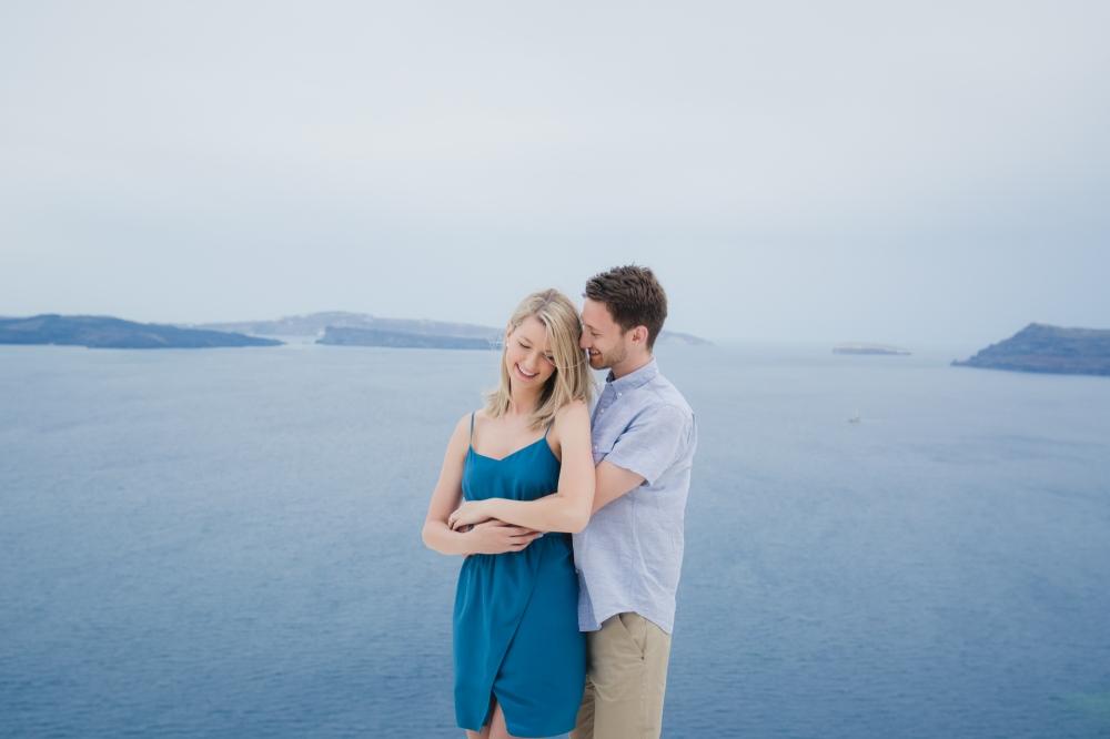 santorini-photo-shoot-cloudy-hineymoon-destination-002
