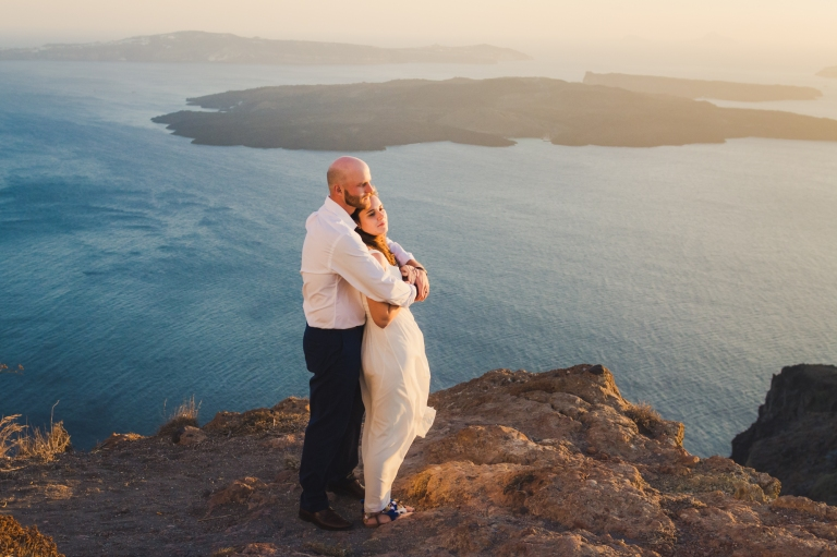santorini-photographer-post-wedding-prewedding-photo-shoot-session-vow-exchange-001