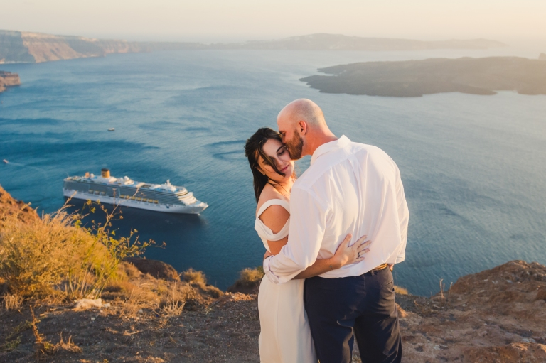 santorini-photographer-post-wedding-prewedding-photo-shoot-session-vow-exchange-003