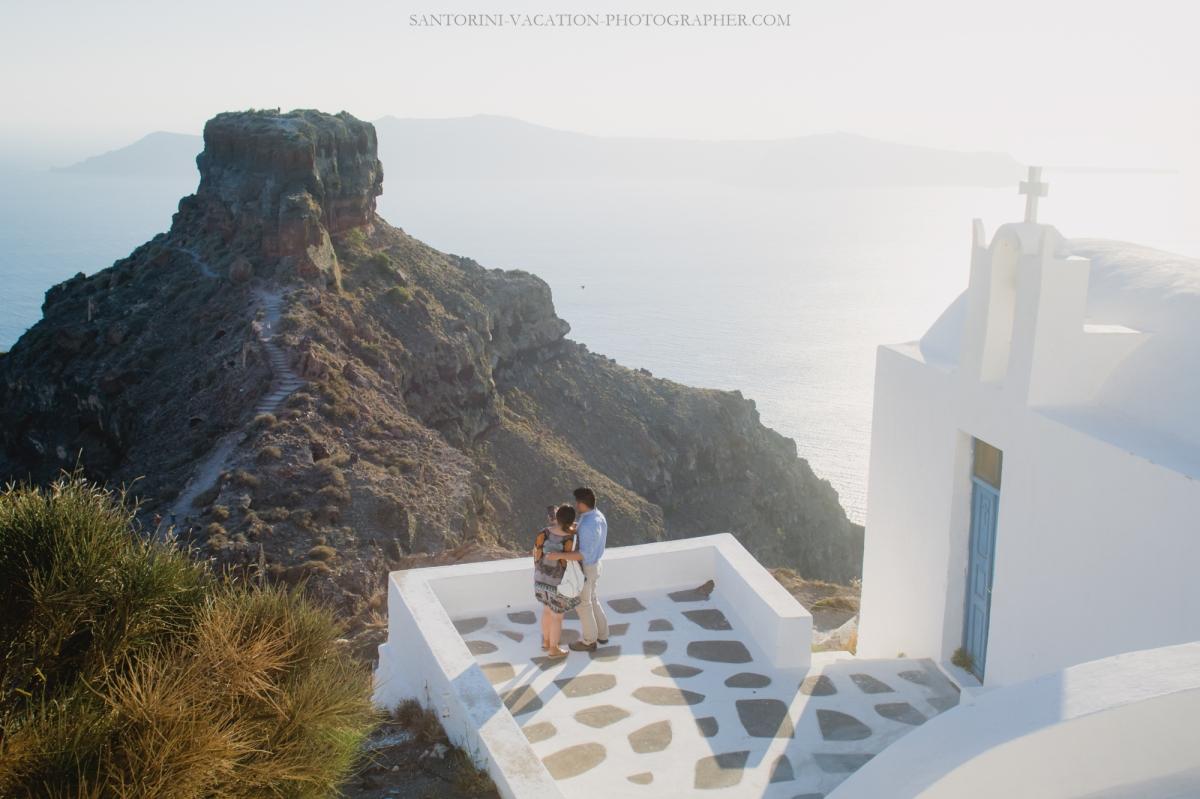 intimate-proposal-moments-in-santorini-imerovigli-001