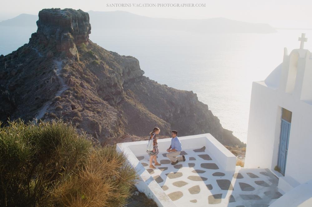 intimate-proposal-moments-in-santorini-imerovigli-002