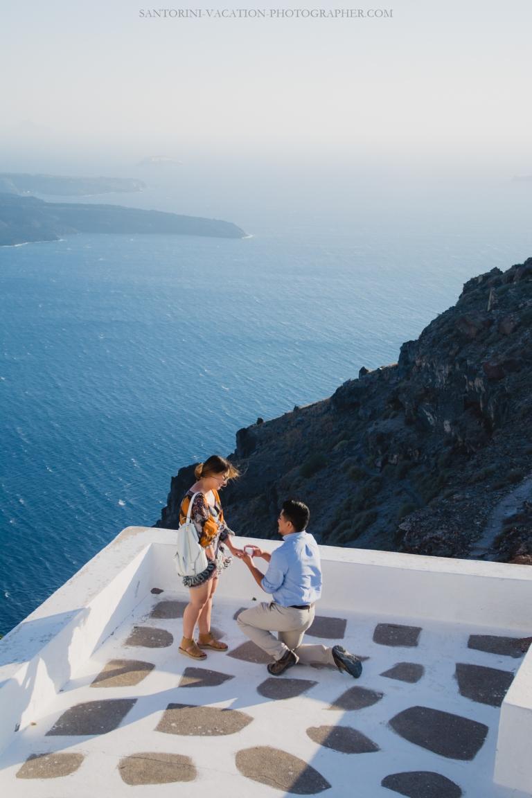 intimate-proposal-moments-in-santorini-imerovigli-003