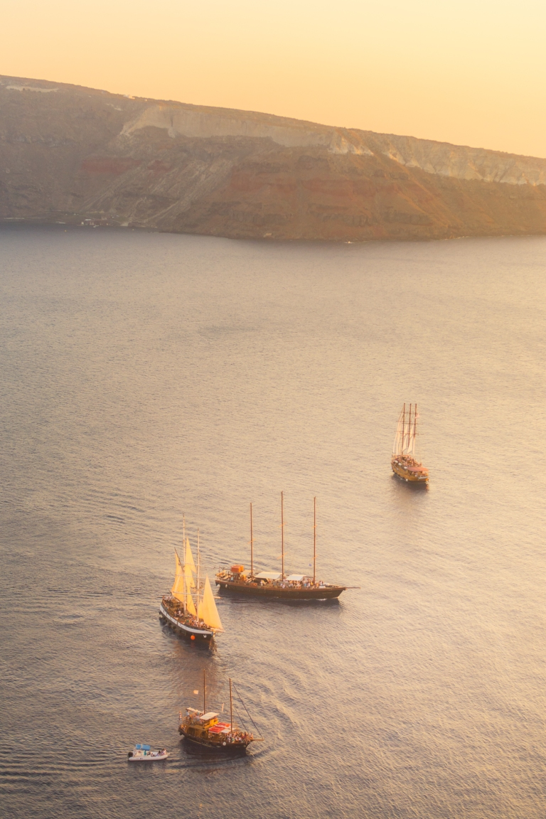 wedding-honeymoon-gift-santorini-sunset-cruise