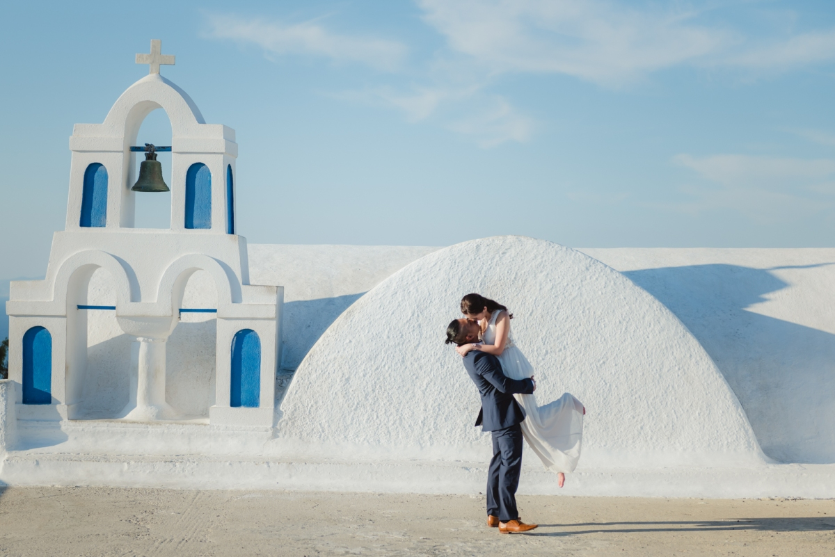 Santorini-post-wedding-shoot-on-the-greek-island-002