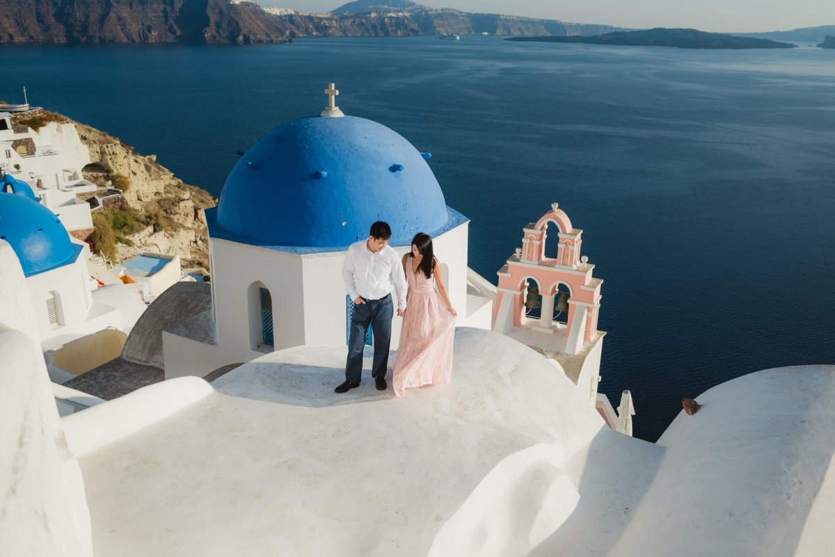 Santorini-post-wedding-shoot-on-the-greek-island-003