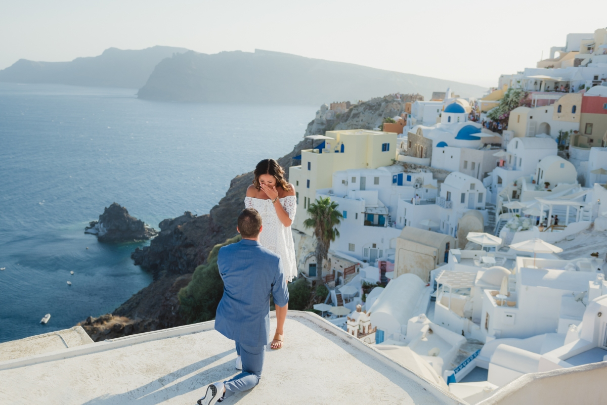 Santorini-proposal-engagement-session-Anna-Sulte-003