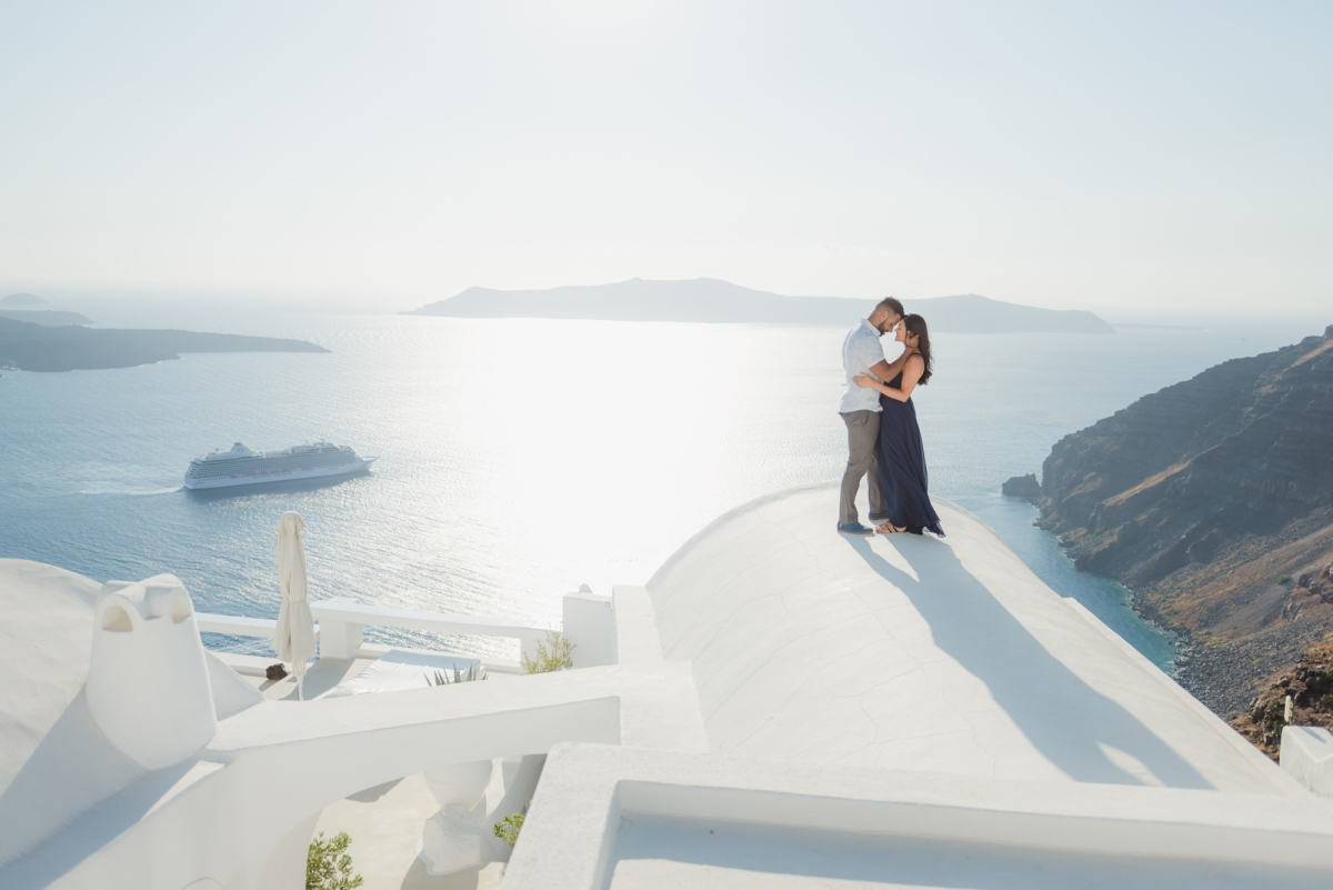 Santorini-proposal-engagement-session-Anna-Sulte-004