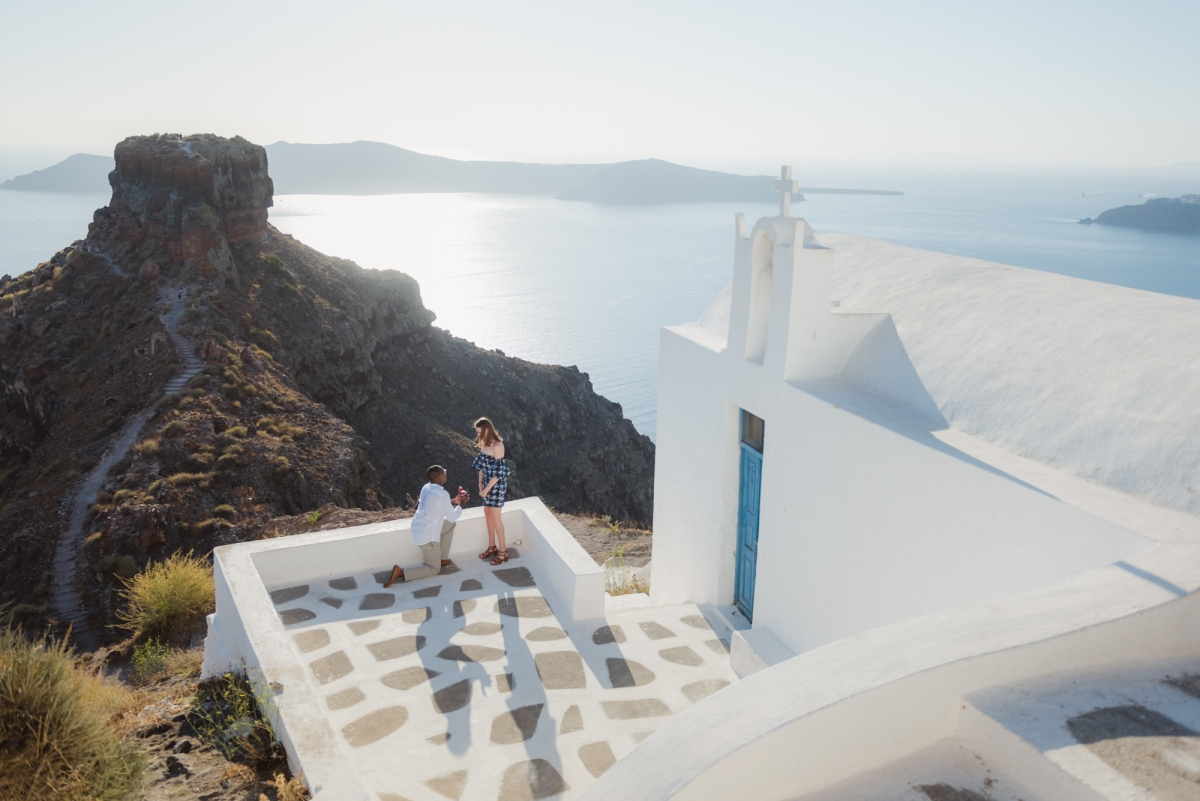 Santorini-proposal-engagement-session-Anna-Sulte-005