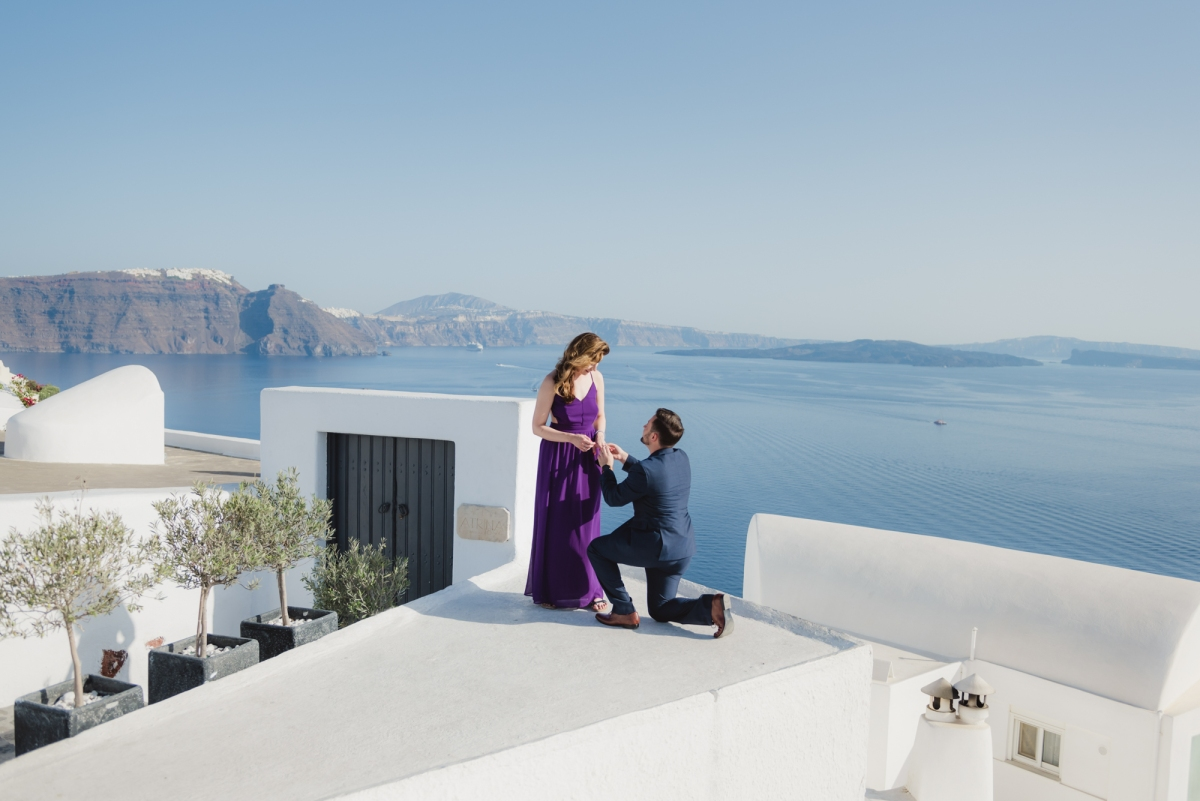 Santorini-proposal-engagement-session-Anna-Sulte-006