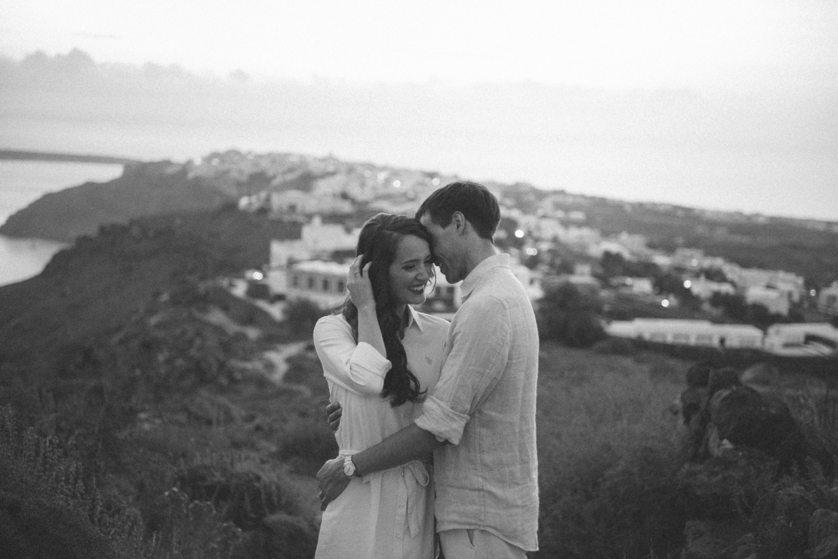 Santorini-proposal-engagement-session-Anna-Sulte-007