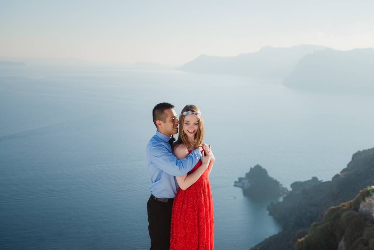Santorini-proposal-engagement-session-Anna-Sulte-008