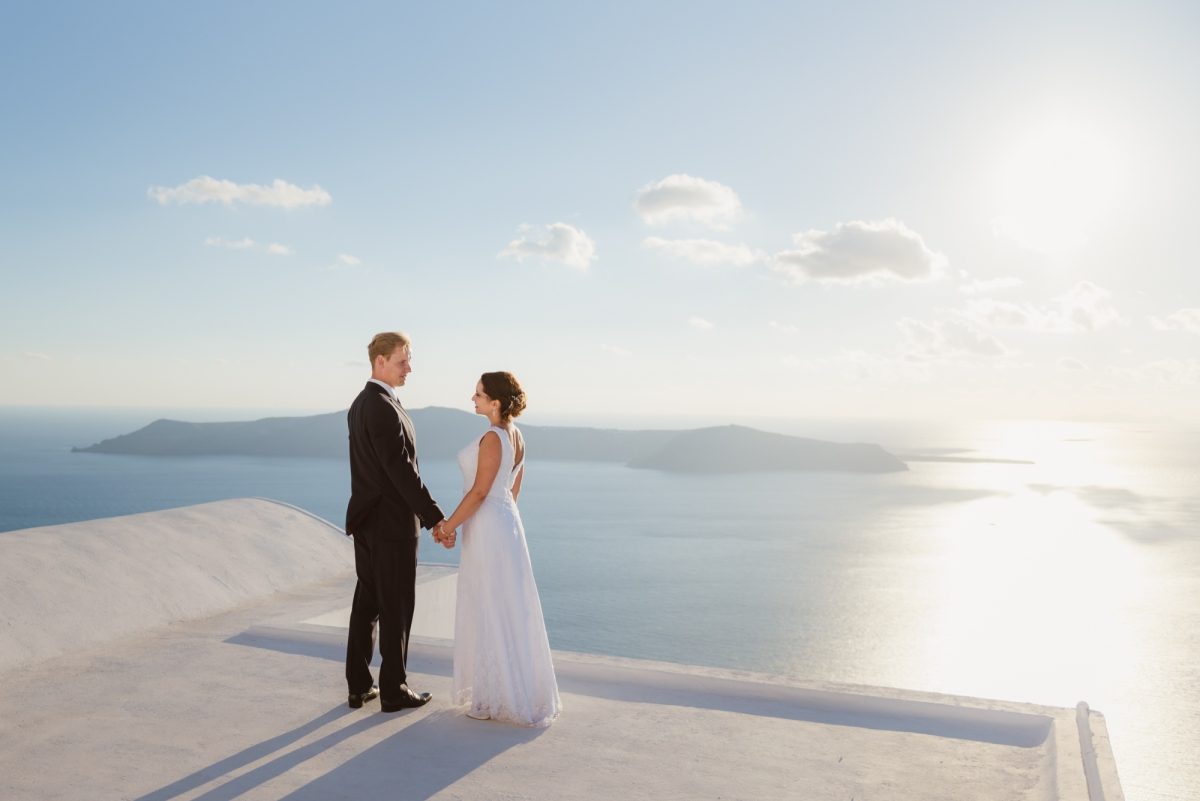 Santorini-sunset-photo-shoot-honeymoon-post-wedding-001