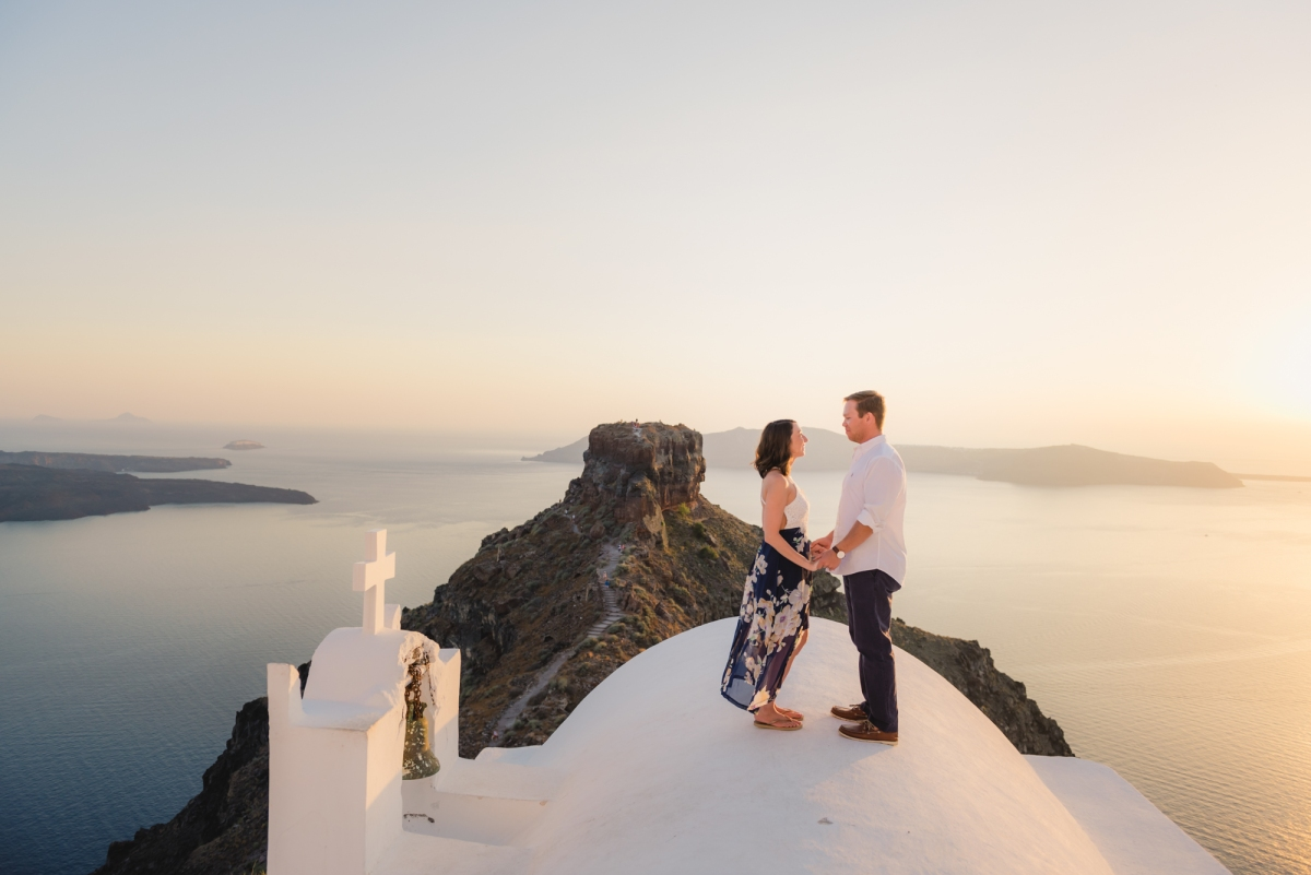 Santorini-sunset-photo-shoot-honeymoon-post-wedding-003