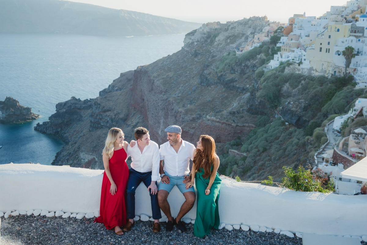 Santorini-trip-friends-vacation-family-002