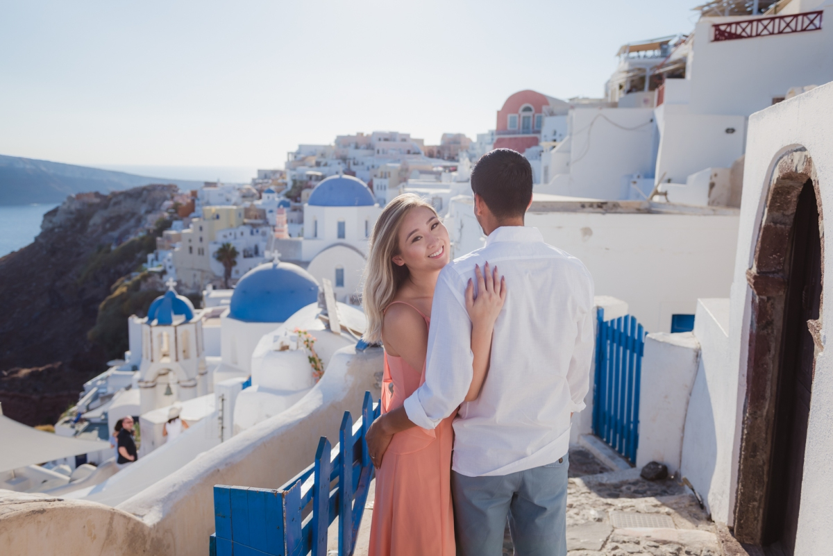 Wedding-anniversary-in-Santorini-village-Oia-002
