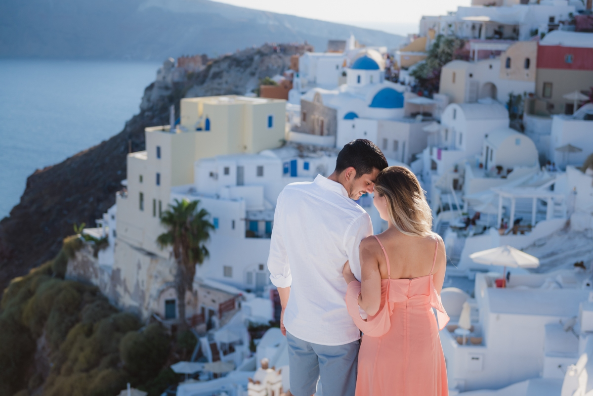 Wedding-anniversary-in-Santorini-village-Oia-003