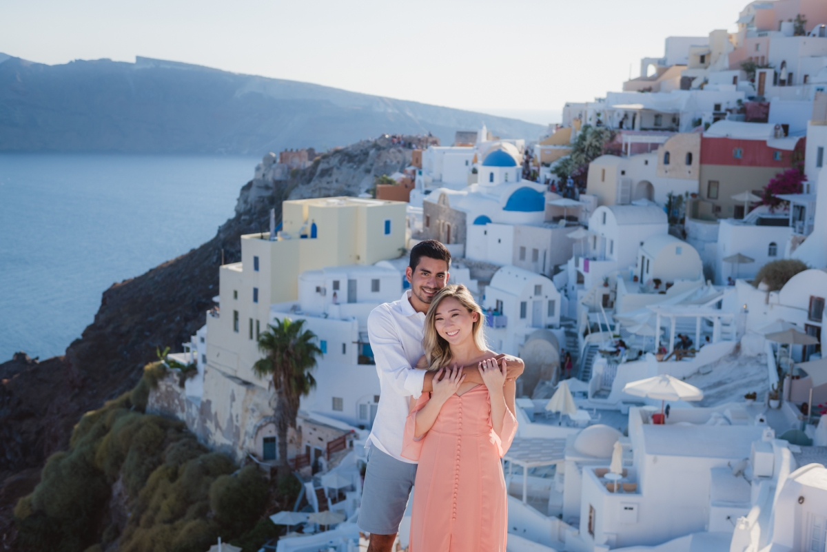 Wedding-anniversary-in-Santorini-village-Oia-004