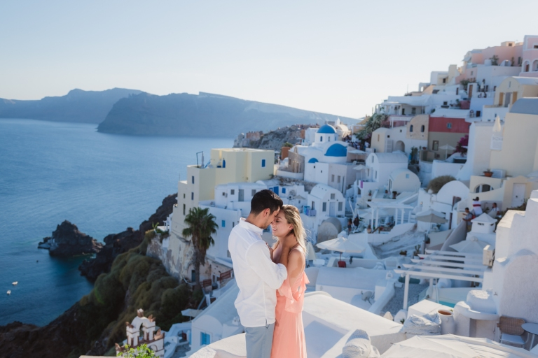 Wedding-anniversary-in-Santorini-village-Oia-006