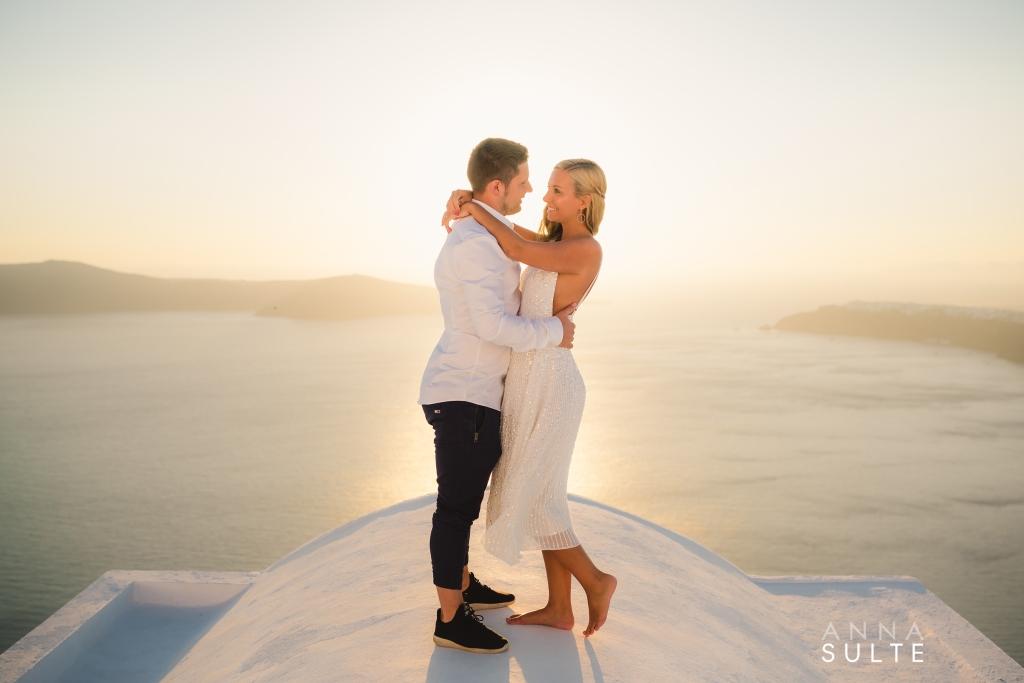 Santorini Honeymoon Photoshoot at Sunset